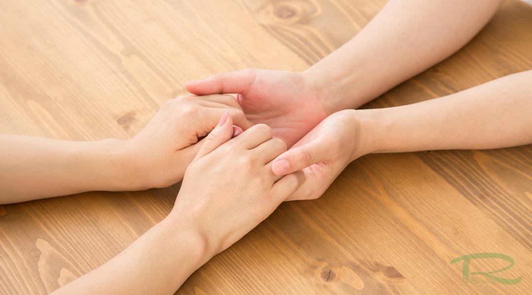 手を握られるということ